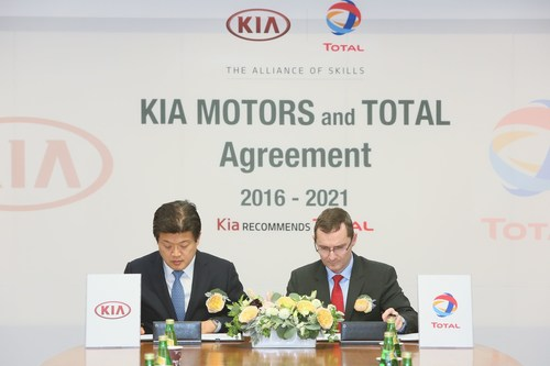 Steven Yoon, Vice President Overseas Service Division at Kia Motors Corp., and Pierre Duhot, General Manager Automotive Division at Total Lubrifiants, renew the global partnership contract (PRNewsFoto/Total)