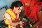 Actress Archie Panjabi immunizes a child against polio in New Delhi, India.  (PRNewsFoto/Rotary International)