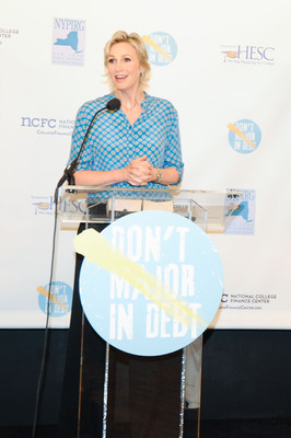 "Jane Lynch Launches CollegeFinanceCenter.org and the ""Don't Major in Debt"" PSA Campaign.  (PRNewsFoto/National College Finance Center)"