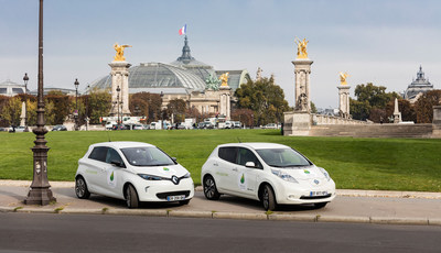 ZOE and LEAF in front of le Grand Palais in Paris (C) Renault /omg Name of the Photographer: Olivier Martin Gambier (PRNewsFoto/Renault-Nissan Alliance) (PRNewsFoto/Renault-Nissan Alliance)