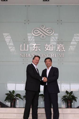 From right to left: Qiu Yafu Chairman Shandong Ruyi Group, Jan D. Leuze CEO Peine GmbH (PRNewsFoto/PEINE GmbH)