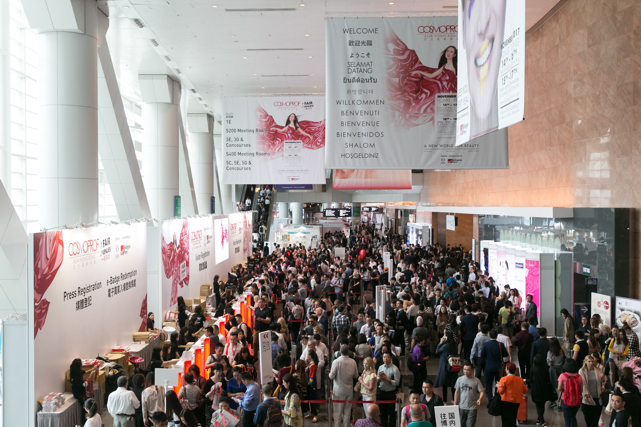 Held at AsiaWorld-Expo and the Hong Kong Convention & Exhibition Centre, Cosmoprof Asia 2016 recorded a tremendous increase of 21% in total visitors from 129 countries/regions.