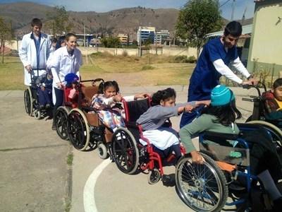 Ecela pre-med students volunteer alongside working health care professionals