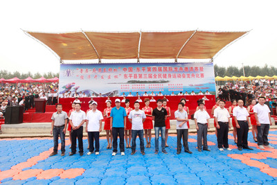 The 4th China Dongping International Dragon Boat Race and the 3rd Dongping Mass Fitness Sports Meeting Dragon Boat Race Site. (PRNewsFoto/China Economic Net) (PRNewsFoto/CHINA ECONOMIC NET)