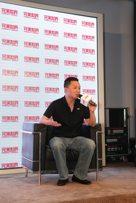 Perfect World Interactive Entertainment Co. president Zhu Qi introducing several of the company's latest products in a media interview.  (PRNewsFoto/Beijing Perfect World Co., Ltd.)
