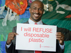 Van Jones Photo Plastic Pollution Coalition's REFUSE campaign to stop the use of disposable plastic was launched at Saturday's TEDxGreatPacificGarbagePatch. Here, environmentalist and author of The Green Collar Economy Van Jones shows his commitment to end plastic pollution.  (PRNewsFoto/Plastic Pollution Coalition)