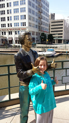 Thumbs Up for Milwaukee, Top Pick for US Family Travel for 2014!. (PRNewsFoto/ABC Travel Guides for Kids) (PRNewsFoto/ABC TRAVEL GUIDES FOR KIDS)