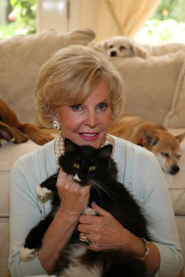 Sonya Fitzpatrick and TEMPTATIONS(R) Treats for Cats Conduct World's First Cat Survey.  (PRNewsFoto/TEMPTATIONS)