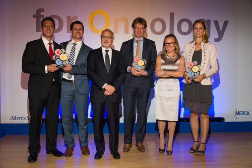 BelÃ(C)n Garijo, MD, President & CEO of Merck Serono, and GOI 2014 Award Winners (PRNewsFoto/Merck Serono)