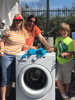 Long Beach family wins Grand Prize high-efficiency washing machine at WRD Groundwater Festival.