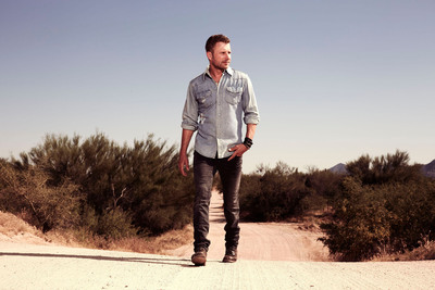 Country music superstar Dierks Bentley will take the stage at Homestead-Miami Speedway for an hour-long concert prior to the start of the Ford EcoBoost 400 on Sunday, November 17. The multi-platinum and 11 time Grammy-nominated artist will headline the popular pre-race concert on the track's frontstretch just before NASCAR's biggest and brightest stars settle the season-long Sprint Cup Series championship.  (PRNewsFoto/Homestead-Miami Speedway, Nino Munoz)
