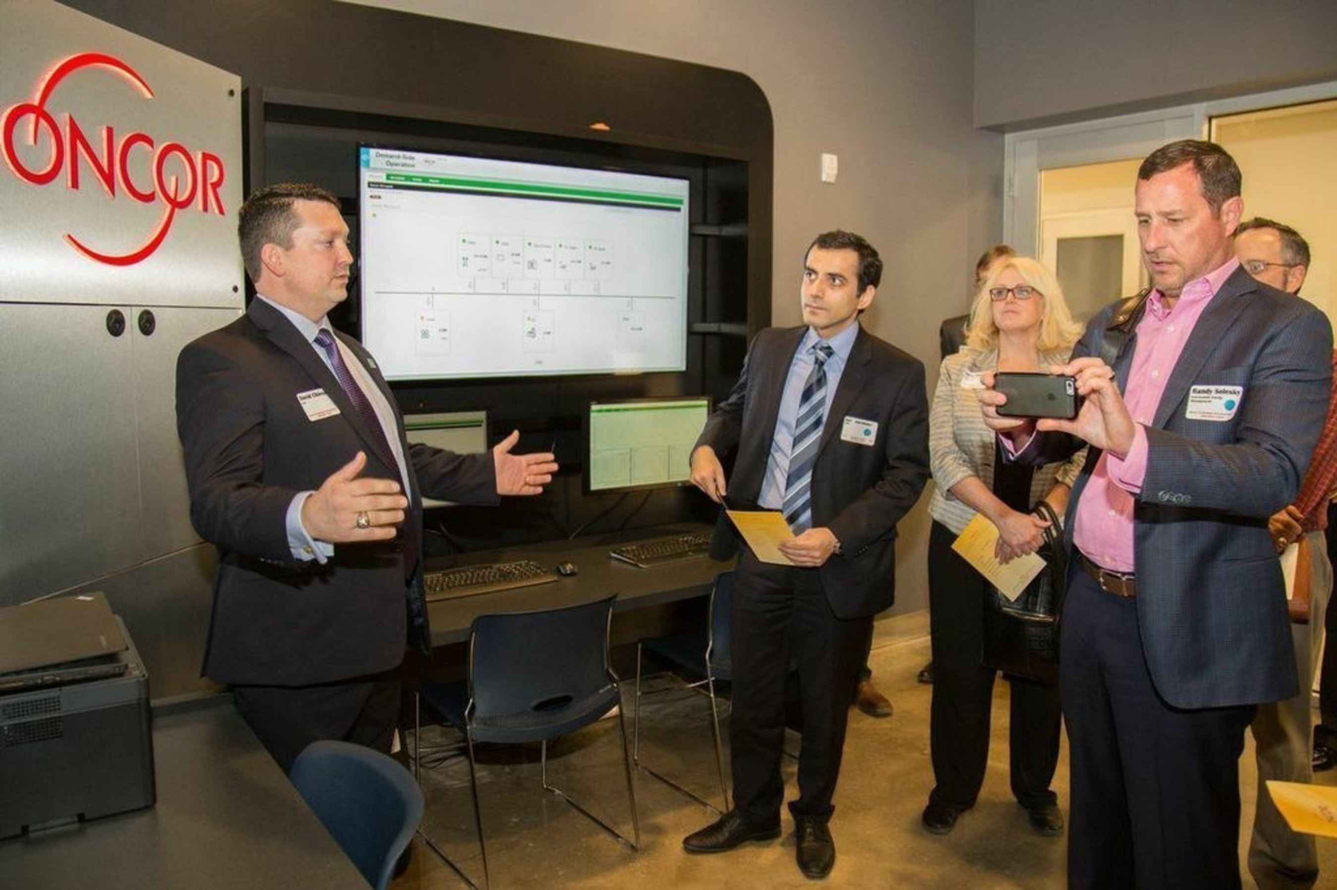 S Amp C Schneider Electric And Oncor Complete Innovative