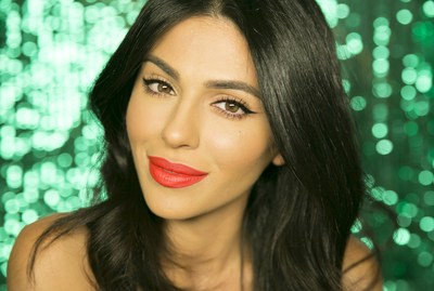 YouTube beauty sensation and EcoTools Beauty Team member, Teni Panosian, demonstrates a Classic and Flawless Holiday Makeup look using the limited edition EcoTools holiday brush sets.