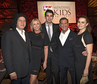 Mel Gibson presented the Mending Kids International Humanitarian Award to Gene Simmons and his family. They helped to raise $700,000 for life-altering surgeries.  (PRNewsFoto/Mending Kids International)