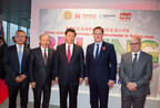Hainan Airlines to launch Beijing-Manchester route in June, 2016. Chinese President Xi Jinping, British Prime Minister David Cameron and HNA Group chairman Chen Feng attended the press conference.