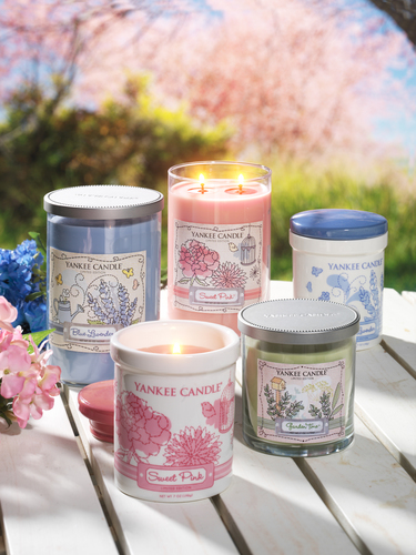 Yankee Candle's new limited edition Dream Garden collection features three feminine garden fragrances in both a tumbler and crock form. (PRNewsFoto/The Yankee Candle Company, Inc.)