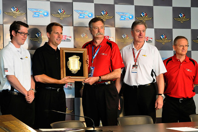 Presentation of the 2012 BorgWarner Louis Schwitzer Award (Left to Right) Matt Wiles and Mark Kent from General Motors (GM), Jim Bailey from BorgWarner, Steve Miller from Ilmor Engineering and Steve Holman from the Indiana Section of SAE International. Photo courtesy of Holman Photography.  (PRNewsFoto/BorgWarner)