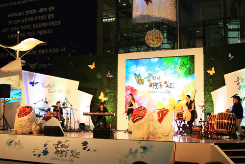 "Incheon Airport - the ""Culture Port"" where travelers can see cultural performances all year around.  ..."