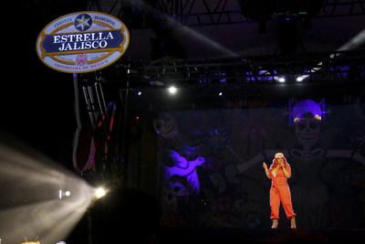 Estrella Jalisco rindio tributo a Jenni Rivera con el primer holograma de una hispana el sabado 29 de octubre de 2016, en Los Ángeles. (Casey Rodgers/AP Images para Estrella Jalisco)