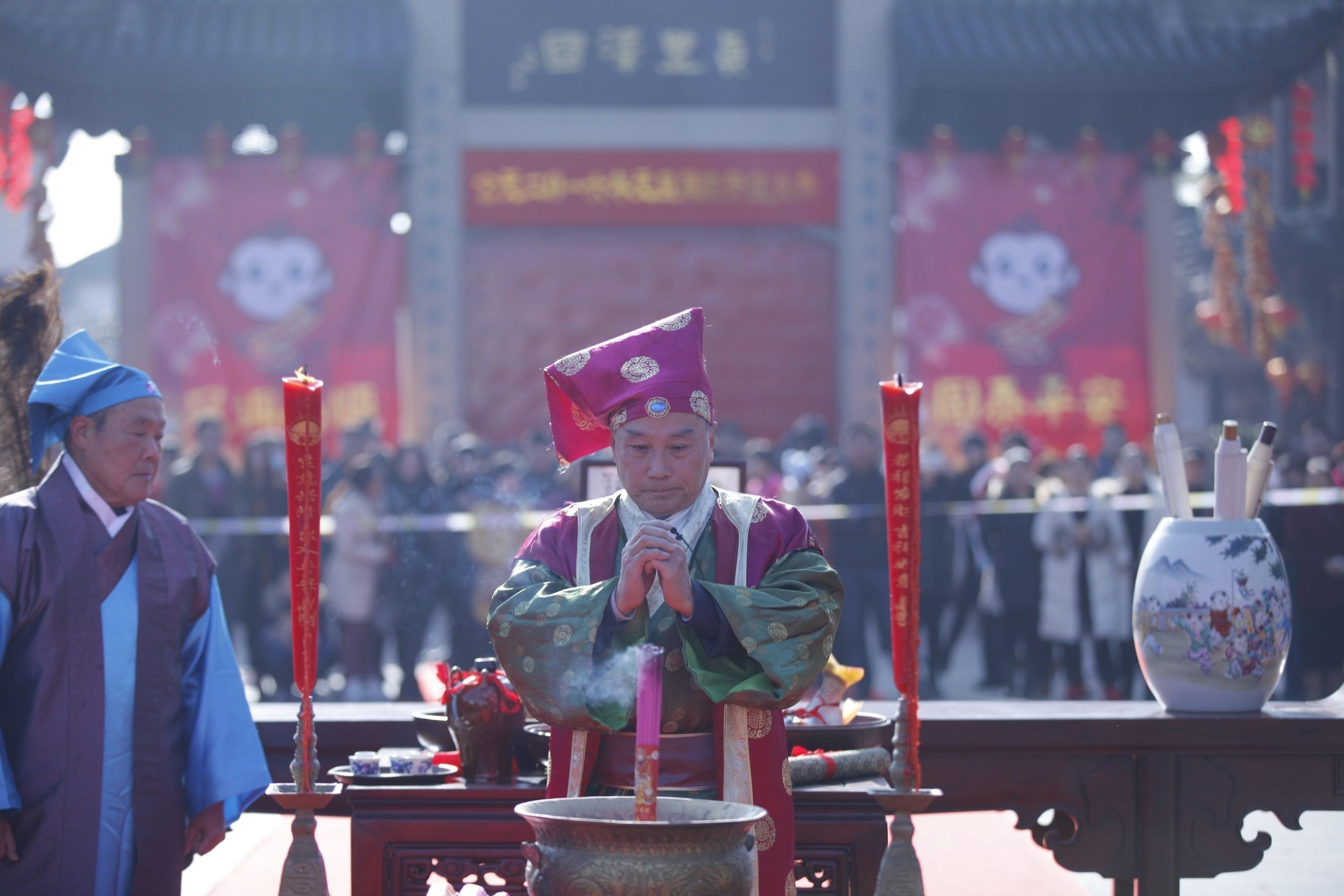 Neujahrsfestlichkeiten in der alten chinesischen Wasserstadt Zhouzhuang