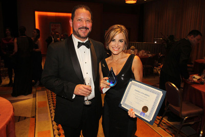 Silvina Moschini receiving PC World Award.  (PRNewsFoto/TransparentBusiness.com)
