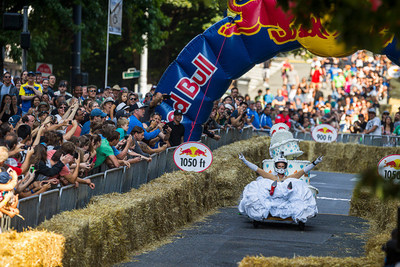 Team Runaway Bride runs away with the crowd's hearts winning the People's Choice Award at Red Bull Soapbox Race Seattle. (photo credit: Garth Milan/Red Bull Content Pool)