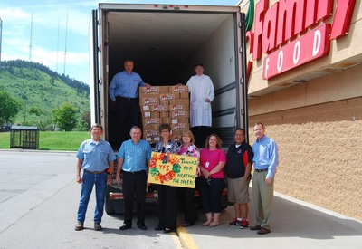 John Morrell and Family Thrift Center load 500 pounds of ham for Youth & Family Services (PRNewsFoto/John Morrell Food Group)