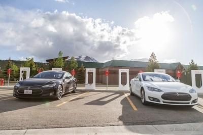 Edmunds.com Tesla Drivers Set Record for Cross-Country Travel in Electric Vehicle (PRNewsFoto/Edmunds.com)