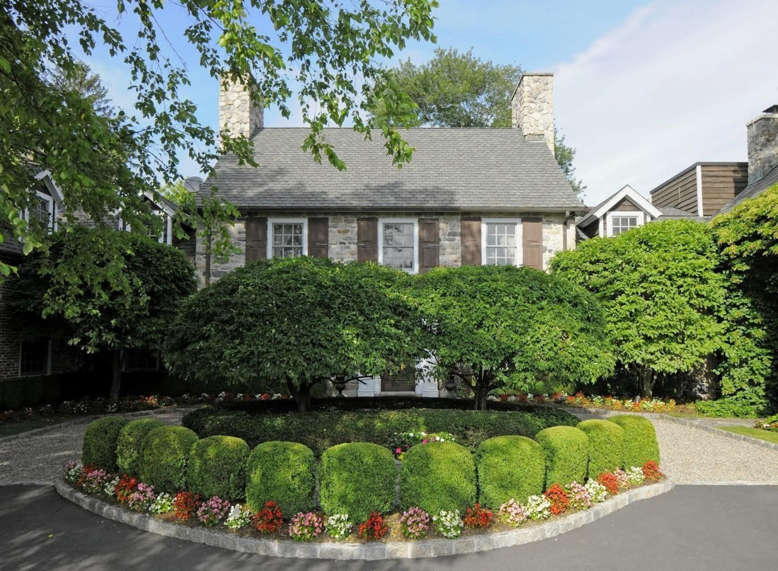 165 Davenport Farm Lane W, Stamford, CT