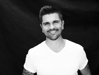 "JUANES Announces The December 16th Release Of ""LA LUZ"" (The Light).  (PRNewsFoto/Universal Music Latin Entertainment)"