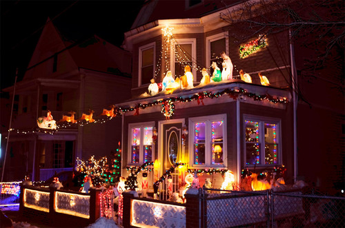 Viewing residential holiday displays, like this home in the Winter Hill neighborhood of Somerville, is a fun and free holiday activity. (PRNewsFoto/Redfin) (PRNewsFoto/REDFIN)