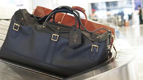 La bolsa de viaje de cuero Bergin otorga estilo y fuerza a los viajeros