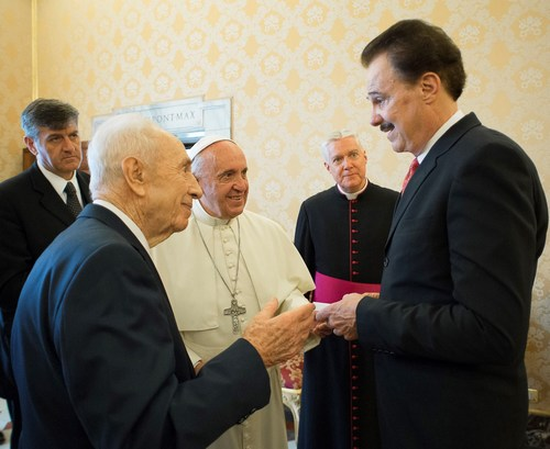 His Holiness Pope Francis, Israel's 9th President Shimon Peres, and Dr. Mike Evans Founder of the Friends of Zion Museum (PRNewsFoto/Friends of Zion)