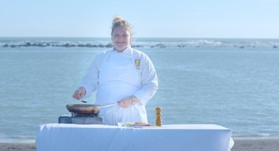 Top chef and 'tutor' Ylfa Helgadottir reveals the secrets behind Iceland's delicious cuisine in new Iceland Academy class from Inspired By Iceland (PRNewsFoto/Promote Iceland)