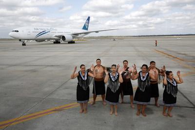 Air New Zealand flight NZ28 arrives in Houston to a kapa haka performance.
