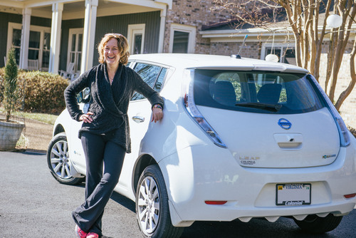 Nissan's 99,999th LEAF customer Amy Eichenberger of Charlottesville, Va., chose to go electric because of LEAF's modern style and smooth drive. (PRNewsFoto/Nissan North America) (PRNewsFoto/NISSAN NORTH AMERICA)