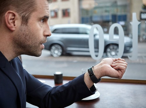 Volvo enabling voice control through wearable device Microsoft Band 2 (PRNewsFoto/Volvo Car Group)