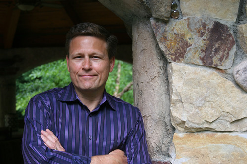 Bestselling Author David Baldacci to Lead Free Virtual Field Trip to Smithsonian's National Museum of American History in Exclusive Scholastic Webcast. Photo Credit: Travis Riggs, Creative Edge Studios, Inc.  (PRNewsFoto/Scholastic Corporation)