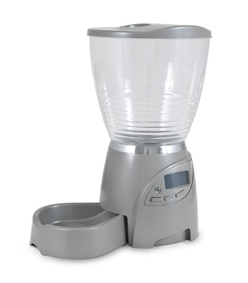 The Petmate Portion Right(tm) Programmable Feeder allows for convenient feeding with a programmable option to ensure proper portions. (PRNewsFoto/Petmate) (PRNewsFoto/PETMATE)