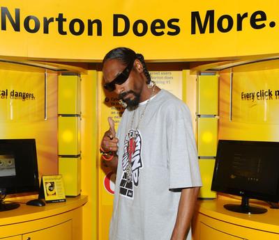 Snoop Dogg checks out the Norton Black Market Experience to help fight cybercrime.  Enter the Norton cybercrime rap contest at  HackIsWack.com!.  (PRNewsFoto/Norton, Jamie McCarthy)