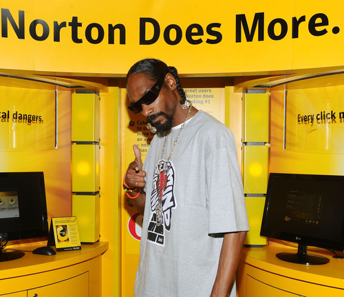 Snoop Dogg checks out the Norton Black Market Experience to help fight cybercrime.  Enter the Norton cybercrime  ...