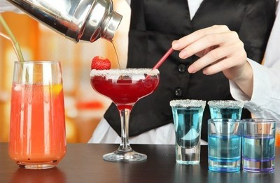 Learn cocktail secrets of the pros at The Reefs