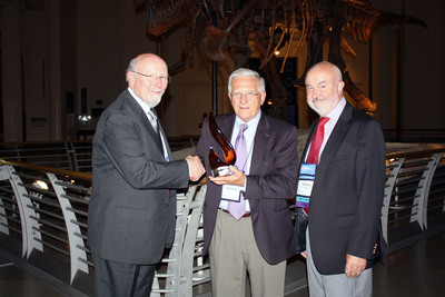 Esteban Chornet (in the centre), Enerkem co-founder and Chief Technology Officer, receives the 2013 Don Klass Award from the Gas Technology Institute.  (PRNewsFoto/Enerkem Inc.)