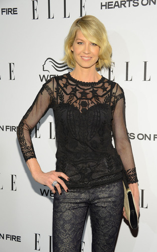 Jenna Elfman, star of the new show 1600 Penn and famous actress of many other television hit series shows off her Hearts On Fire diamond ring at the ELLE Magazine Women in Television Dinner in Los Angeles. (PRNewsFoto/Hearts On Fire) (PRNewsFoto/HEARTS ON FIRE)