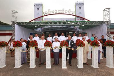 Ribbon Cutting Ceremony by H. E. U. Myint Swe (Chief Minister of Yangon Region), U. Win Khaing (President of MES), General Tan Sri Dato Seri Panglima Mohd Azumi (Rtd) (Co-Chairman of UBM Malaysia)