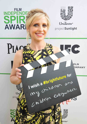 SANTA MONICA, CA - MARCH 01: Sarah Michelle Gellar calls ACTION! to create a brighter future for children on the Yellow Carpet presented by Unilever Project Sunlight during the 2014 Film Independent Spirit Awards at Santa Monica Beach on March 1, 2014 in Santa Monica, California. (Photo by Mark Sullivan/WireImage)(PRNewsFoto/Unilever North America)