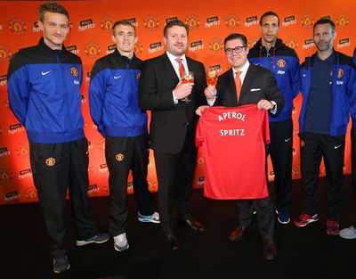 From L-R: Anders Lindegaard, Darren Fletcher, Manchester United Group Managing Director Richard Arnold, Gruppo Campari Group CEO Bob Kunce-Concewitz, Rio Ferdinand, Ryan Giggs (PRNewsFoto/Gruppo Campari)