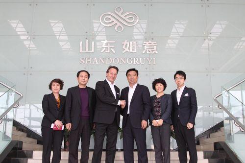 From right to left: Muke Qiu Assistant General Manager Shandong Ruyi Group, Madame Du Yuanshu CEO Shandong Ruyi Woolen Group, Qiu Yafu Chairman Shandong Ruyi Group, Jan D. Leuze CEO Peine GmbH, Qiu Dong President Shandong Ruyi Group, Madame GU Fengmai CFO Shandong Ruyi Group (PRNewsFoto/PEINE GmbH)
