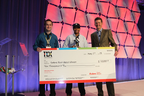 Start-up company refund.me wins developer competition hosted by tech firm Sabre. Refund.me representatives Owen Pierce and Sabra Pratt accept the Sabre Red Appy cash prize from Sabre's Chris Kroeger.  (PRNewsFoto/Sabre Travel Network)