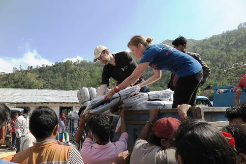 Together with local volunteers, Medair distributed shelter kits, including tarpaulin and rope, and other essential items such as soap to help families in Sindhupalchowk district, Nepal improve their temporary shelters and hygiene conditions. (c)Medair/ Nathalie Fauveau (PRNewsFoto/Medair)